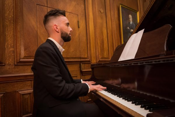 Pianist available to hire for weddings, events and parties
